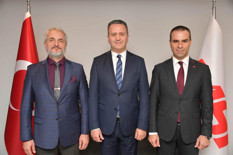TASECS Genel Müdürü Sabahattin Önay (ortada), MSI Dergisi Genel Yayın Yönetmeni Ümit Bayraktar (sağda) ve AMAC Magazine Genel Yayın Yönetmeni Birol Tekince (solda) tarafından ağırlandı.